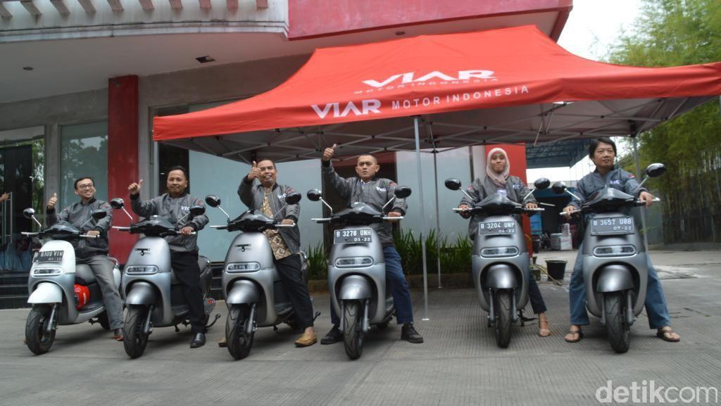 Motor Listrik Pertama di Indonesia Dikirim ke Tangan Konsumen
