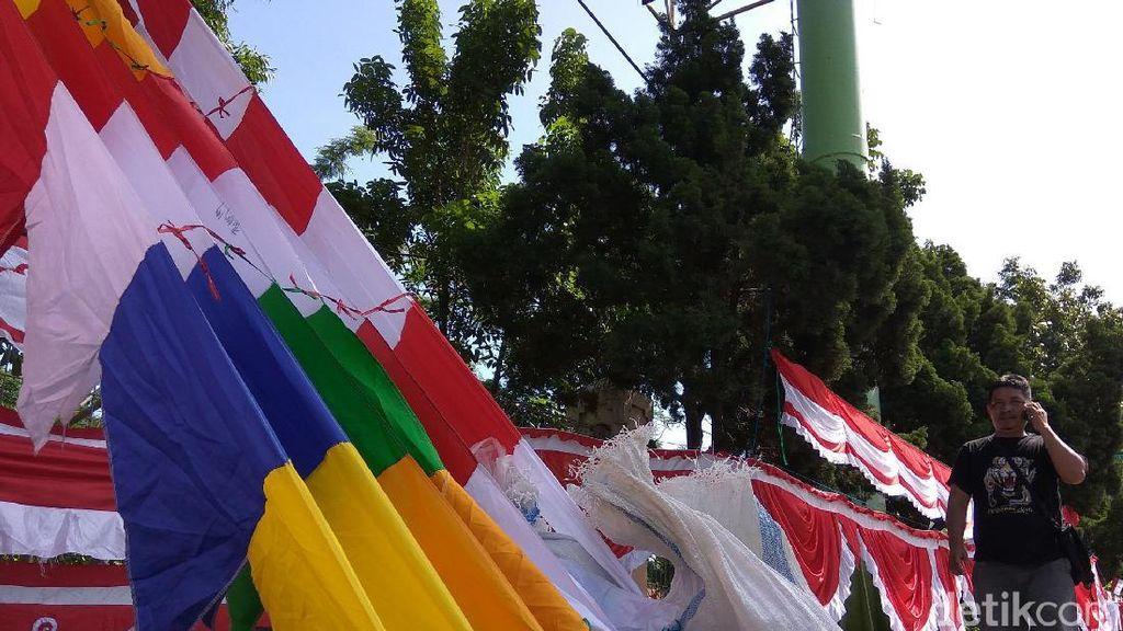 Nyambi Jualan Bendera, Tukang Bubur Ini Raup Omzet Rp 5 Juta/Hari