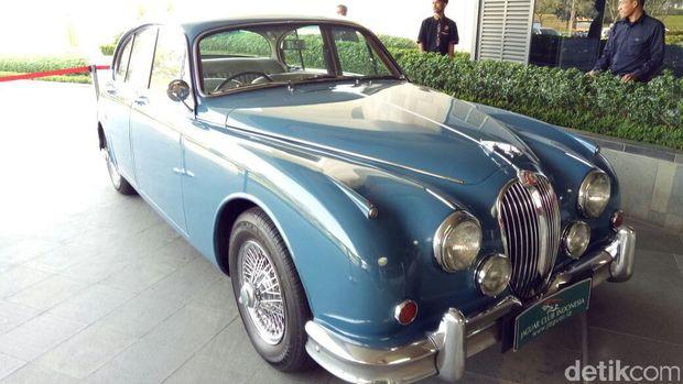 Mobil Klasik Jaguar Land Rover Dijual Terbatas