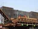 Dirut Jakpro Heran Beton LRT Jakarta Bisa Roboh