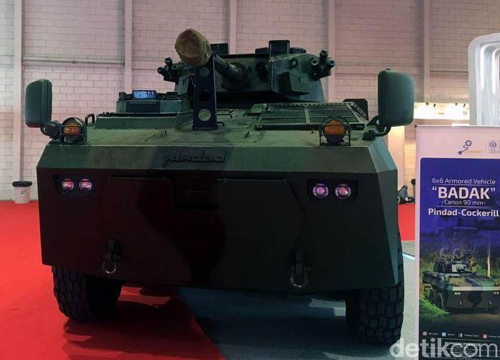 Panser Badak merupakan jenis panser canon kaliber 90 mm hasil kerja sama dengan perusahaan Belgia, CMI Defence.