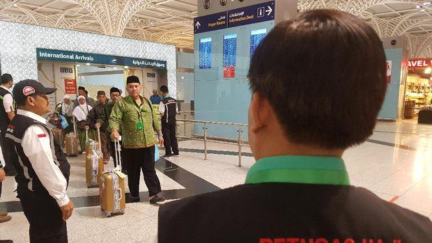 Kadaker Bandara Madinah, Arsyad Hidayat, meminta pihak travel memegang komitmen. Praktek harus sesuai dengan janji.