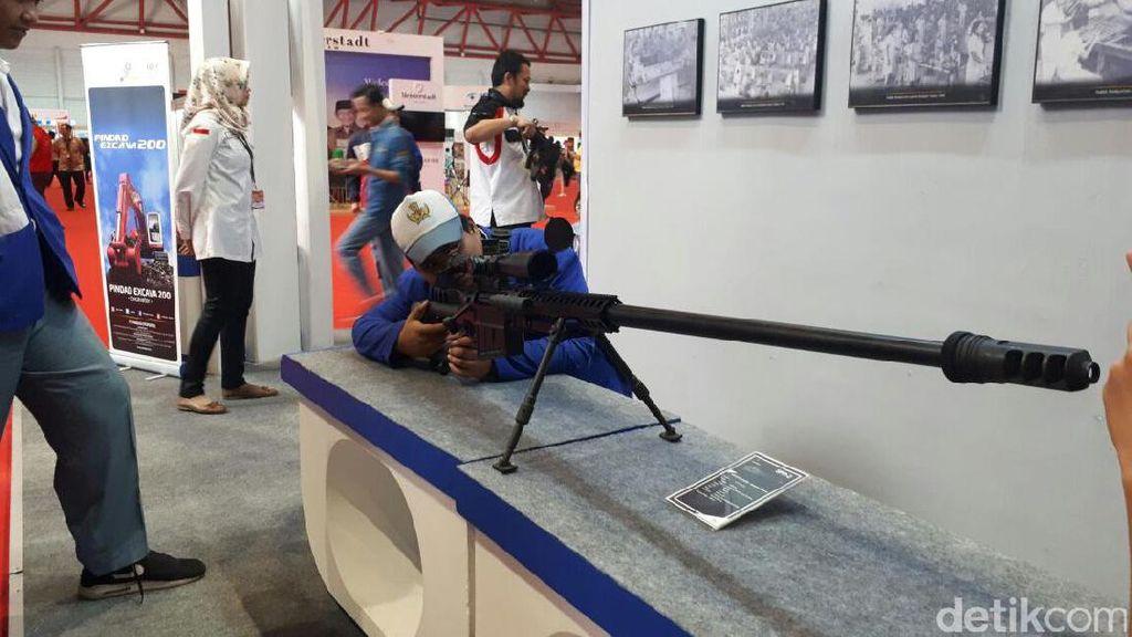 Penampakan Senjata Made In Bandung yang Bisa Tembus Baja