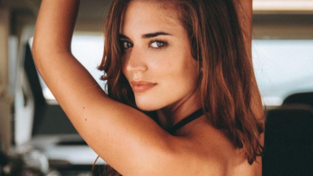 Clara, Model Seksi Spanyol yang Memukau Instagram