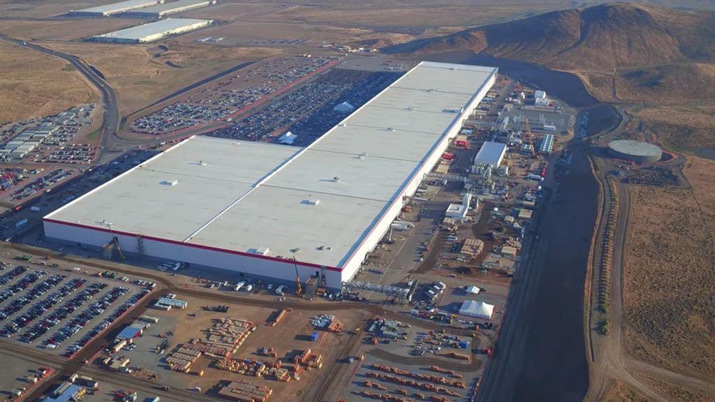 Pabrik super besar ini mempunyai luas 5,5 juta square feet. Foto: Istimewa/YouTube/Duncan Sinfield