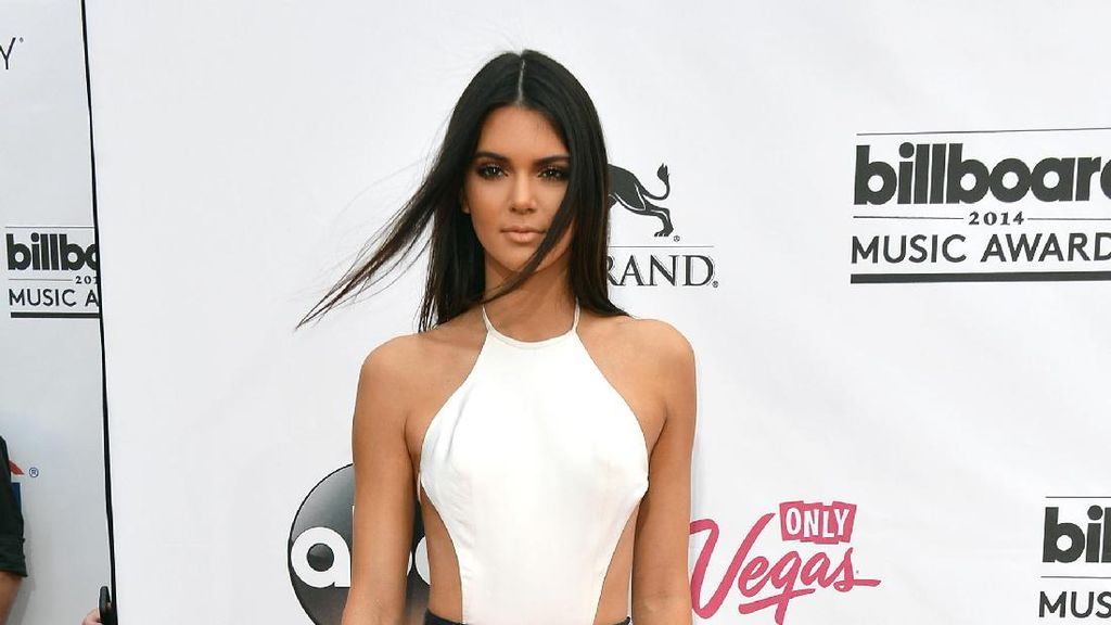 Sorry Guys, Kendall Jenner Absen di Victorias Secret Fashion Show 2017