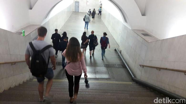 Naik kereta bawah tanah di Moskow (Novi/detikTravel)