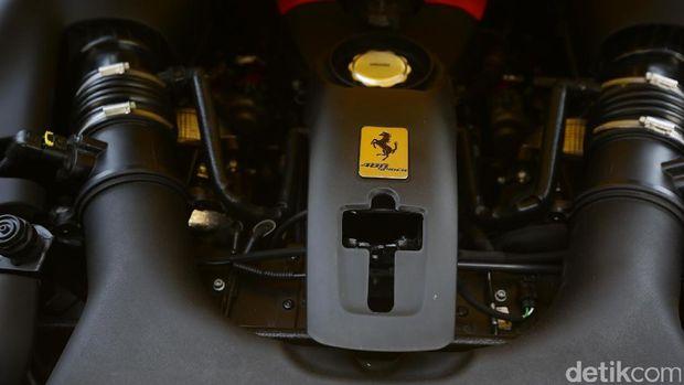 Mesin Ferrari 488 Spider