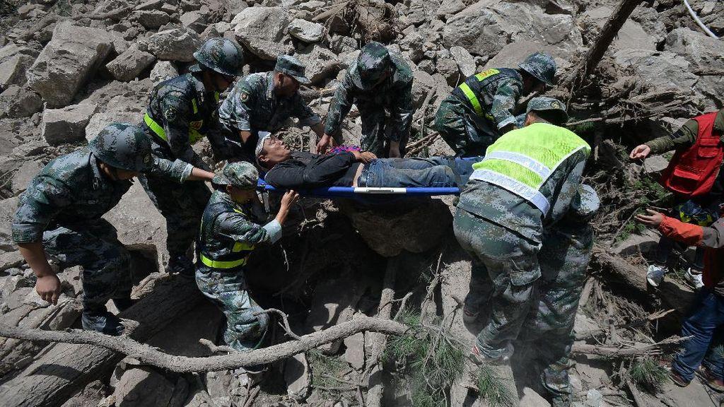 13 Orang Tewas Akibat Gempa China