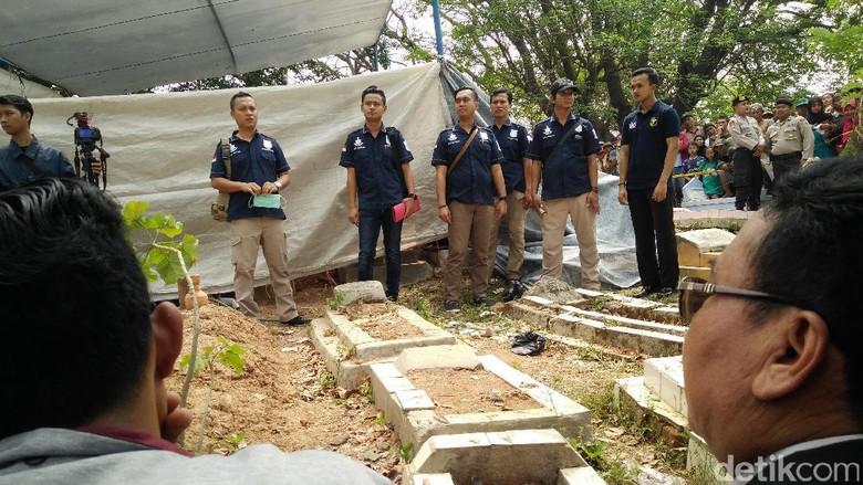 Cerita Penggali Kubur Saat Menggali Makam Tertuduh Pencuri Ampli