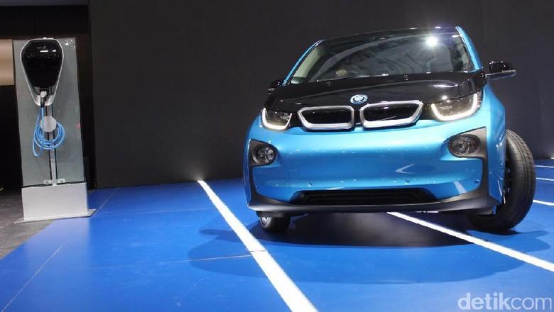 BMW Hadirkan Mobil Listrik i3 dan Seri 5 Diesel