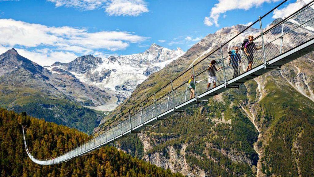 Foto: Jembatan Gantung Terpanjang Dunia, Merinding Tapi Cantik