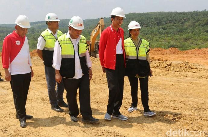 Foto : Gaya Blusukan Jokowi Cek Proyek Infrastruktur