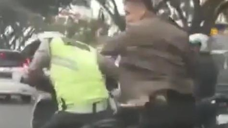 Ngamuk hingga Pukul Helm Polantas, Apa Hukuman Bagi WS Oknum TNI?