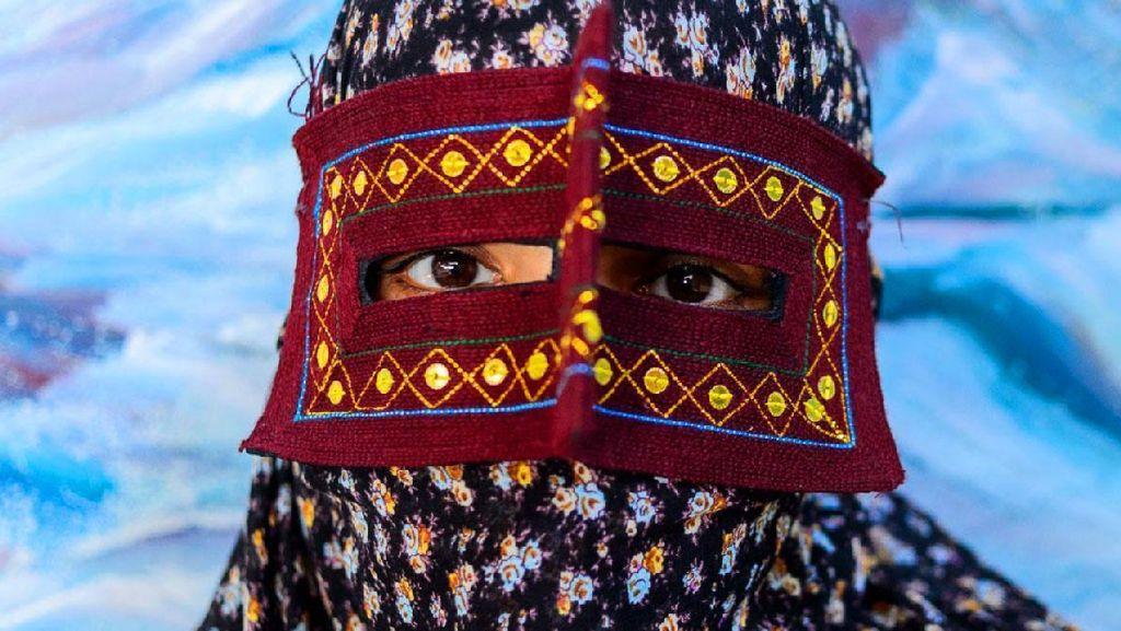 Foto: Wanita Bertopeng dari Iran