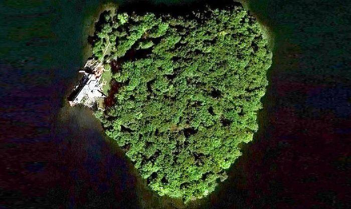 Pulau ini kalau dilihat dari atas bentuknya seperti hati atau lambang cinta. (istimewa/inhabitat).