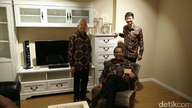 Chairman CT Corp Chairul Tanjung di gerai Index