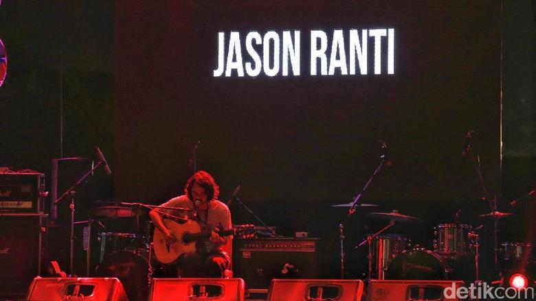Jason Ranti Tampil Intim dan Jenaka di Panggung We The Fest 2017