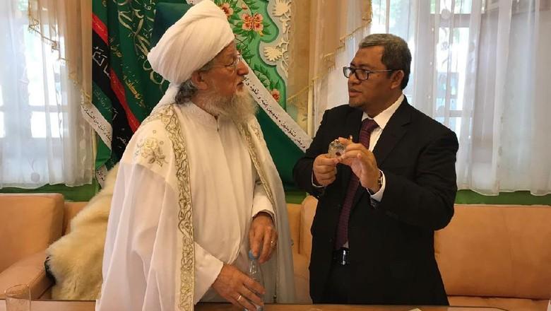 Foto: Syeikh Talgat Safa Tajuddin saat bertemu Kang Aher (dok Istimewa)