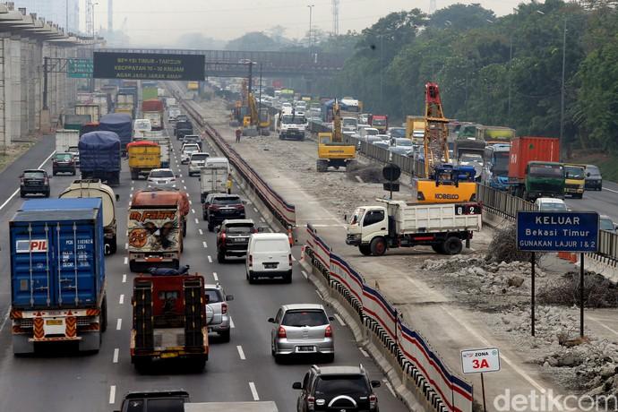 Foto: Tol Jakarta-Cikampek Layang Mulai Dibangun