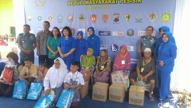 KRI Suharso-990 Angkut 160 Istri Anggota TNI AL ke Semarang