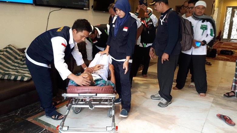 Jemaah Demensia Ingin Pulang Bikin Sibuk Petugas Haji