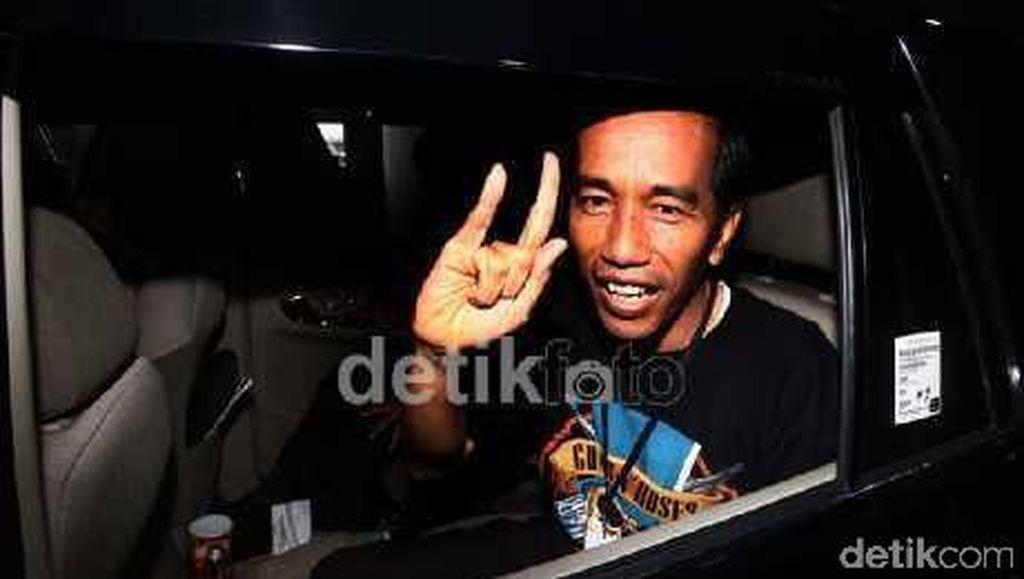 Gaya Santai Jokowi Nonton Konser Musik: GnR hingga Charli XCX