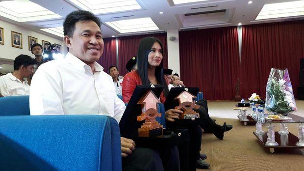Berani Jaga Negara, Kapolri Hingga Menteri Susi Dapat Penghargaan