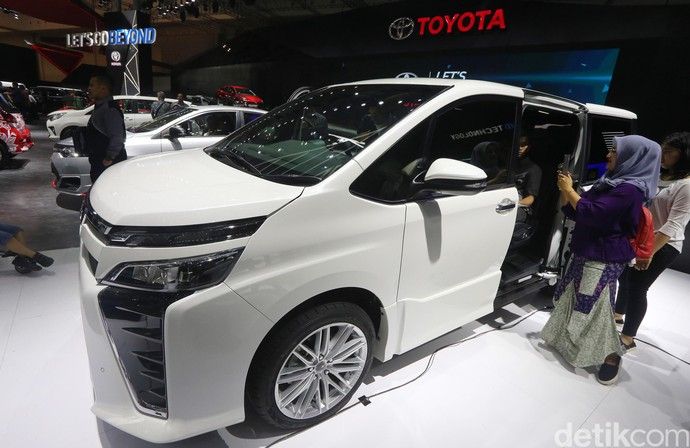 Foto : Toyota Voxy Semewah Alphard