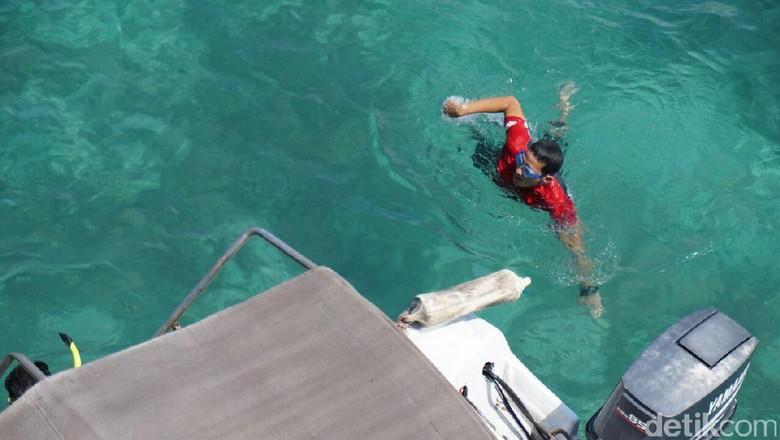 Saat Sandiaga Lompat di Atas Jembatan Cinta Pulau Tidung