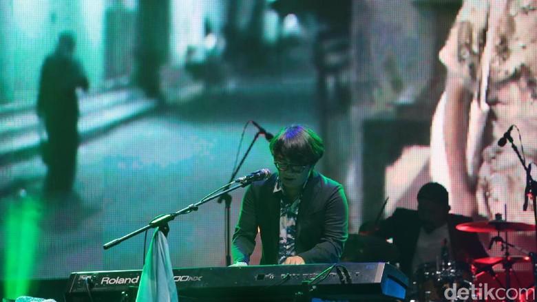 Mondo Gascaro Buat Riang Sore di We The Fest 2017