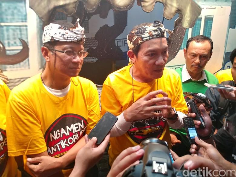Ngamen di Stasiun Cirebon, KPK dan PT KAI Kampanye Antikorupsi