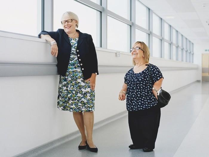 Persahabatan antara dokter dan pasien yang tak lekang oleh waktu. Foto: The Guardian