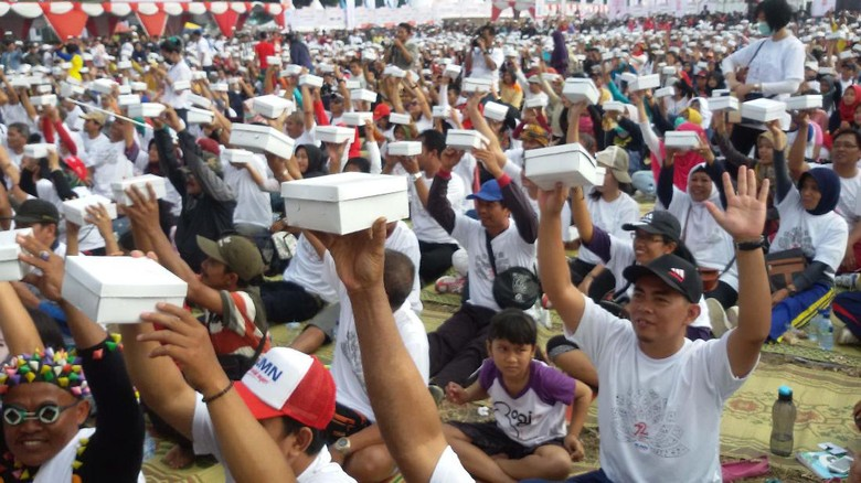 Rekor Muri Makan Bareng 4.300 Porsi Gudeg di Alun-Alun Yogyakarta