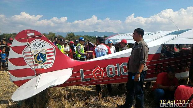 Pesawat Milik Koni DKI Mendarat Darurat di Persawahan Ponorogo