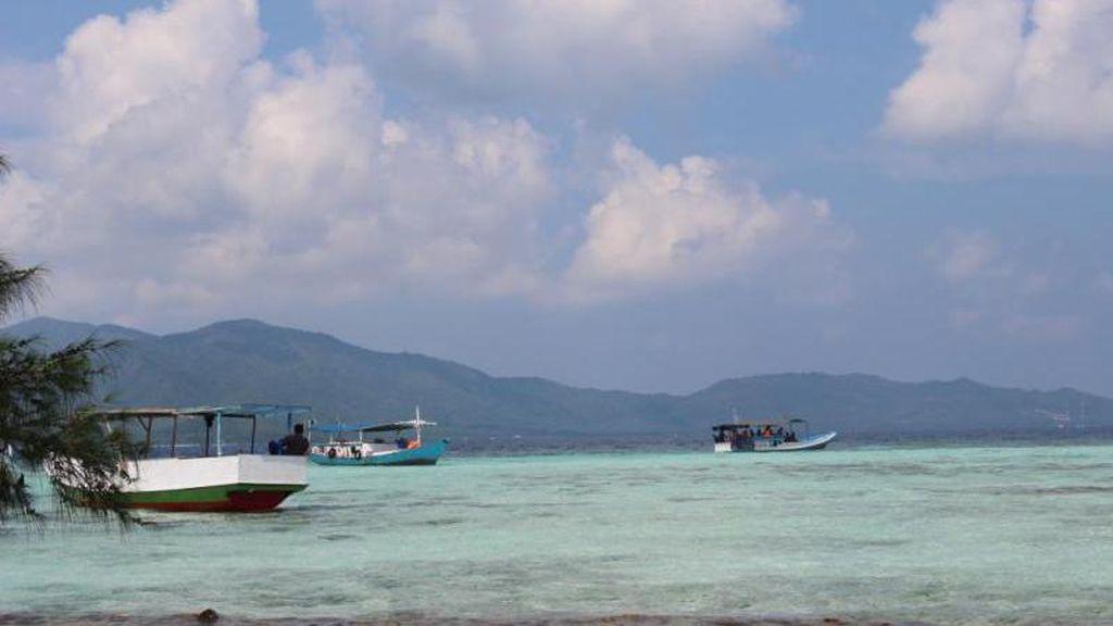 KM  Dharma Kencana II Terbakar, Sejumlah Kapal Penyelamat Diterjunkan