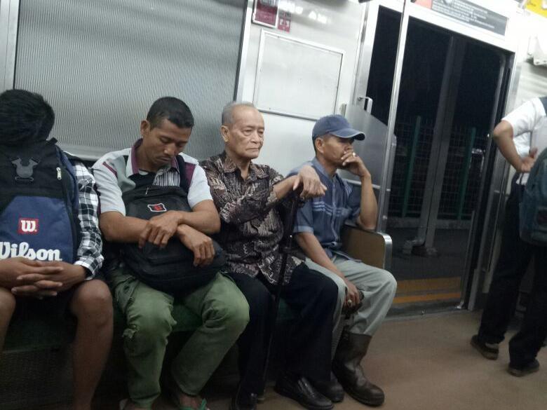 Cerita Kesederhanaan Buya Syafii Naik KRL ke Istana Bogor