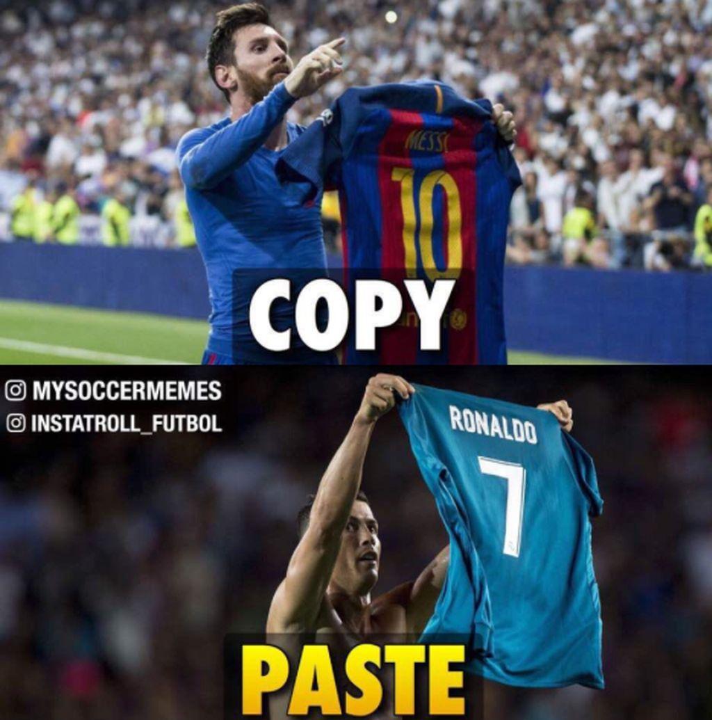 Ronaldo melepaskan baju dan menunjukkannya ke penonton, sama seperti yang dulu dilakukan Messi. Netizen ini pun menyindirnya dengan sebutan copy paste. Foto: Instagram
