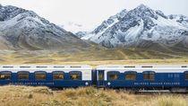 Pemandangan Romantis: Kereta Mewah dan Atap Dunia