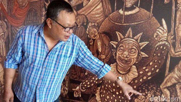 Pameran Grafis Bonaventura Gunawan dan 5 Juta Cukilan Kayunya