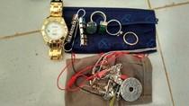 Salut, Staf Bandara Letung Kembalikan Jam Tangan Rolex Penumpang