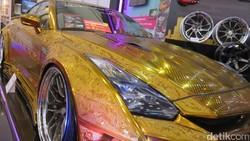 Mobil Berlapis Emas Seharga Rp 4,8 Miliar, Berminat?