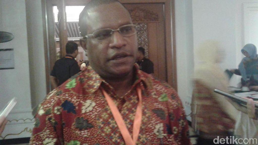 Nakes Teladan dari Papua Ini Berdedikasi dalam Sosialisasi Pada Warga