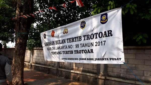 Bersih-bersih Trotoar di Johar Baru Hingga Percetakan Negara