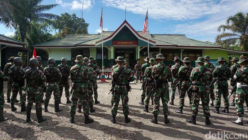 Pos Komando Taktis di Entikong, Kabupaten Sanggau, Kalimantan Barat menjadi markas personel Satuan Tugas Pengamanan Perbatasan Batalyon Infanteri 131/Braja Sakti (Satgas Pamtas Yonif 131/Brs) (Foto: Rachman Haryanto/detikTravel)