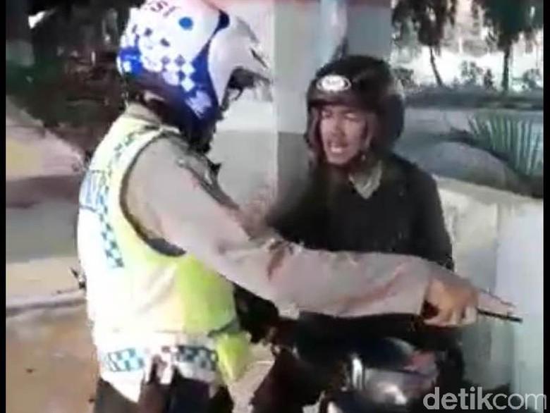 Tak Terima Ditilang, Pengendara Ini Malah Rusak Motor Sendiri