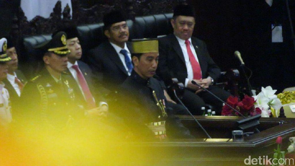 Jokowi: Kita Berani Tenggelamkan Kapal Ilegal dan Bubarkan Petral