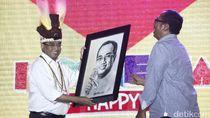 Open Mic, Menteri Budi Karya Boyong Penonton Bayaran