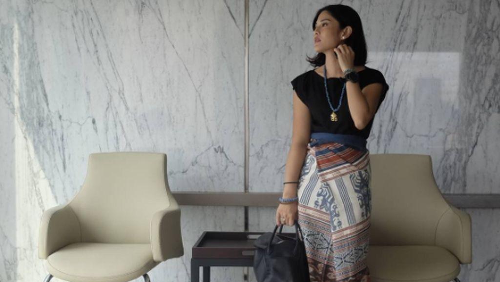 Cinta Indonesia, Inspirasi 5 Seleb Tampil Stylish dengan Kain Tradisional