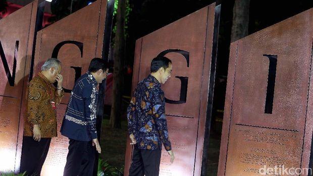 Presiden Jokowi hingga Menteri PUPR melihat Prasasti 'Semanggi'